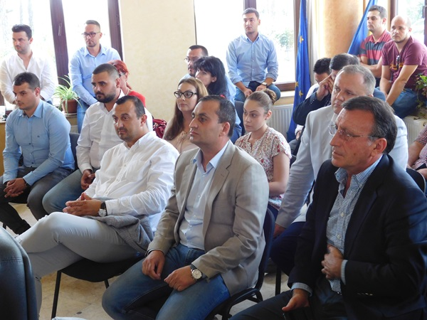 Printre cei pezenţi la eveniment s-au numărat Paul Stănescu şi Marius Oprescu